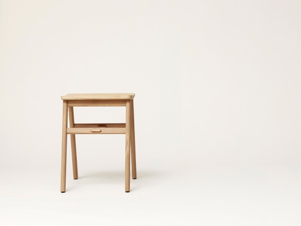 form&refine-hocker-angle-stool-eiche